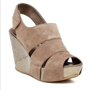 Kenneth Cole reaction good sole wedge sandal
